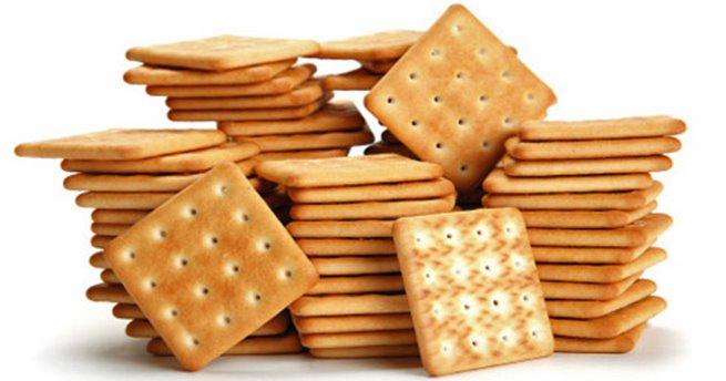 Người bệnh tăng nhãn áp cần hạn chế ăn bánh quy vì nó chứa nhiều chất béo chuyển vị